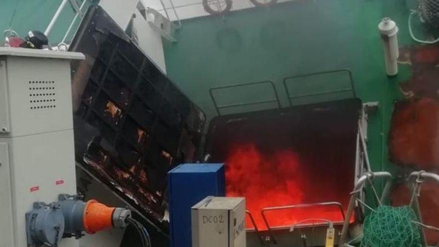 Arde de nuevo el barco Baffin Bay en el puerto de Vigo