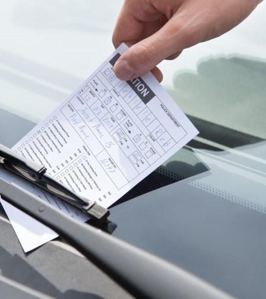 La Dirección General de Tráfico alerta: hasta 200 euros de multa por este fallo común en todos los coches