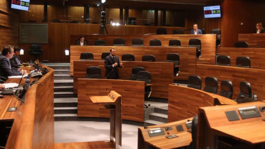 El Gobierno asturiano descarta pedir por ahora la gestión de la renta mínima vital