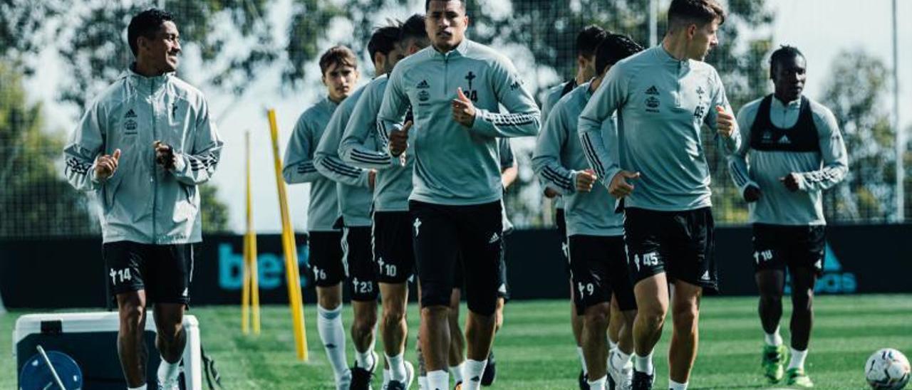 Tapia, Denis Suárez, Murillo, José Fontán y Aidoo, durante un entrenamiento del Celta en Mos. // RCCV