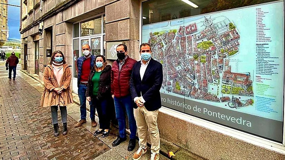 Luis Piñeiro (izquierda) se reunió con la directiva del CCU Zona Monumental. |   // FDV