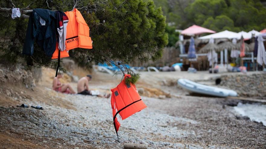 Tres mujeres embarazadas y dos menores en una de las dos últimas pateras llegadas a Ibiza