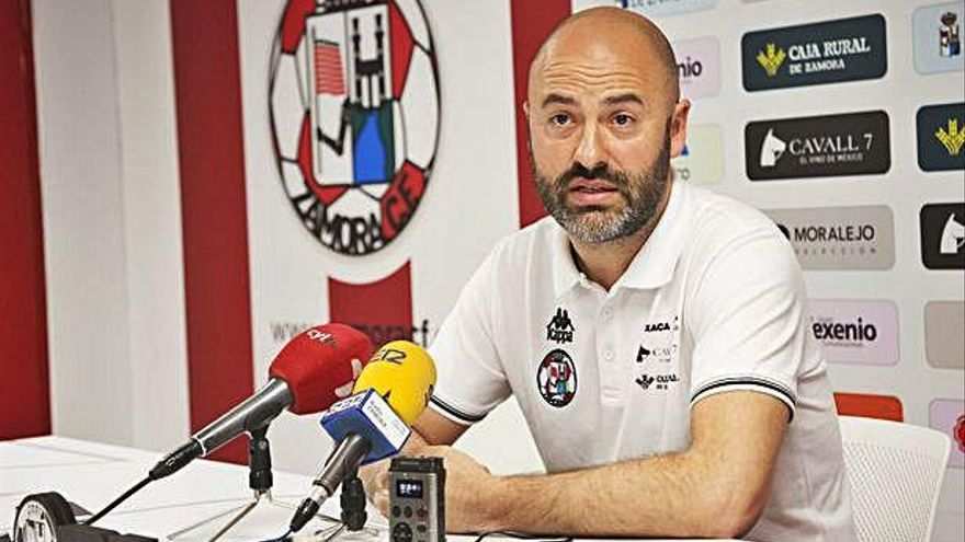 David Movilla, técnico del Zamora CF, durante la comparecencia.