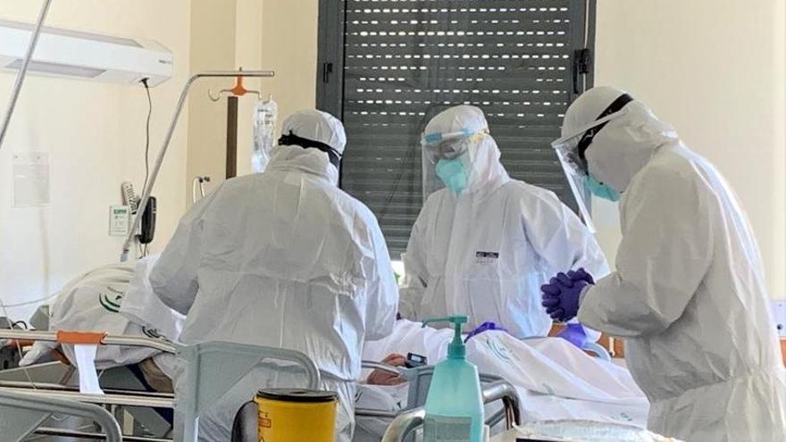 Los contagios en Málaga se mantienen por encima de los 200 casos este sábado