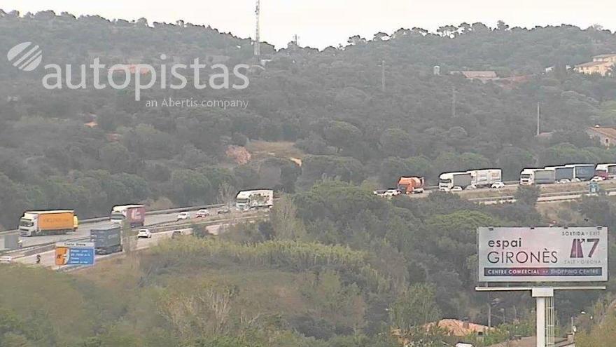 Una avaria d'un camió de transport provoca cues de fins a 3 km a l'AP-7 a Maçanet