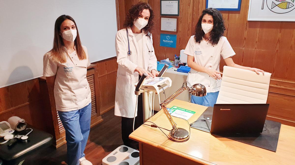 La Doctora Bertina Ferrández, directora de Nutrendo, acompañada de Raquel Lucio, nutricionista y experta en obesidad; y Carolina de Lucas, nutricionista y master en Nutrición Deportiva.