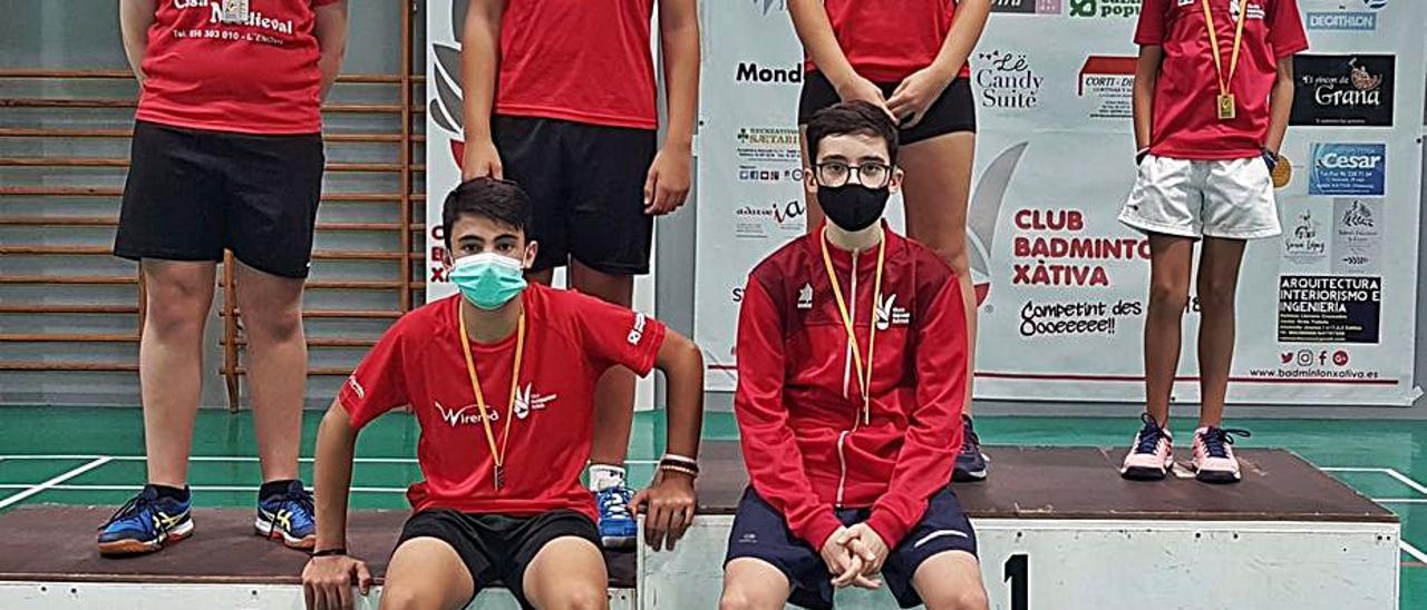 Los deportistas del CB Xàtiva que lograron las medallas.