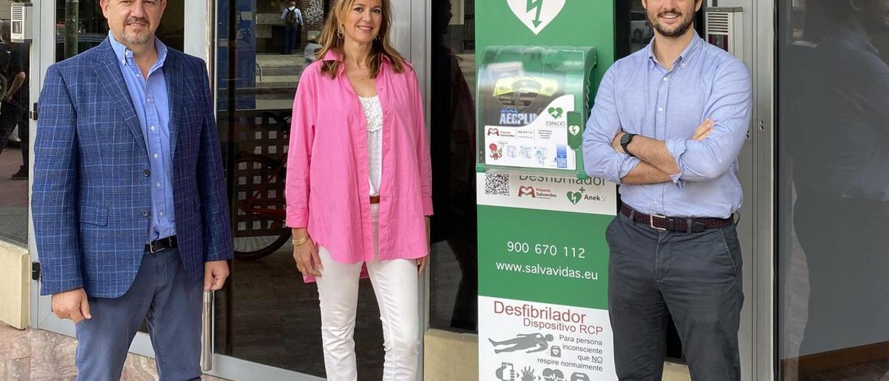 Equipo de Proyecto Salvavidas (de izq. a drcha.): Rubén Campo, socio fundador; Cristina Puyuelo del equipo comercial; y Carlos Fernández, ceo.