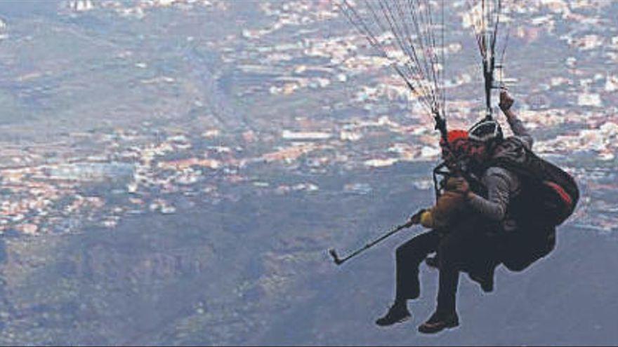 Un parapentista, herido grave tras sufrir una caída en un barranco en Tenerife