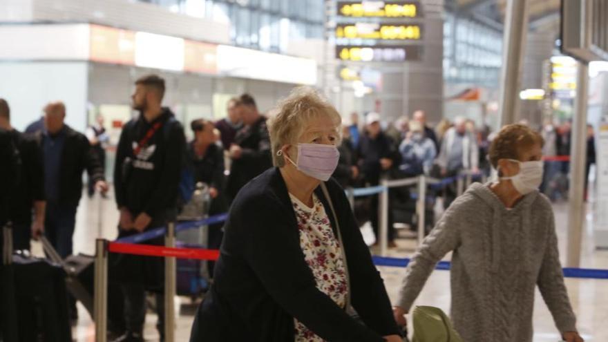 Los países de la UE aceleran la repatriación de sus turistas ante el avance del coronavirus