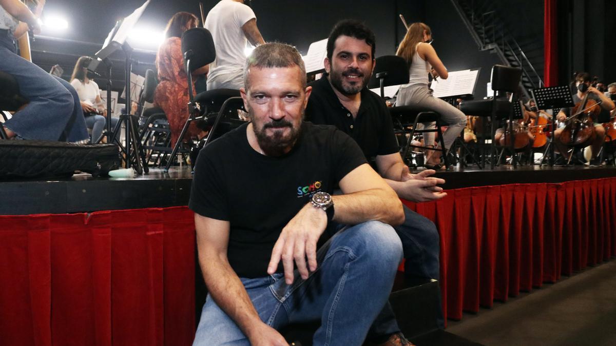 Antonio Banderas y Arturo Díez Boscovich en el ensayo de la Sinfónica Pop del Soho
