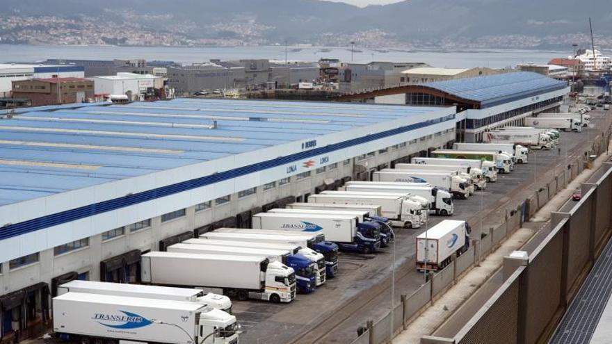Las empresas de transporte van a la autoescuela a fichar camioneros