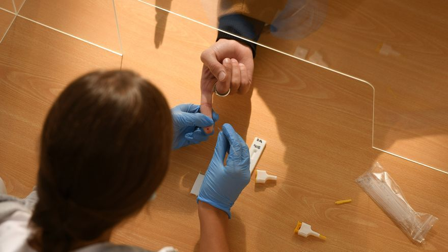 Galicia suma dos muertes por Covid-19 el día que registra la cifra de casos más alta de la pandemia