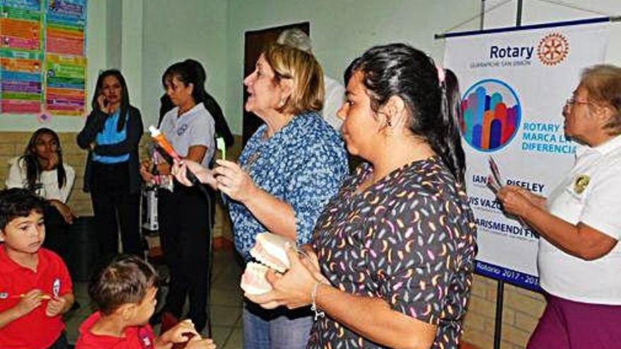 Un centre dental de Veneçuela es dirà Queralt per agrair l'enviament de material