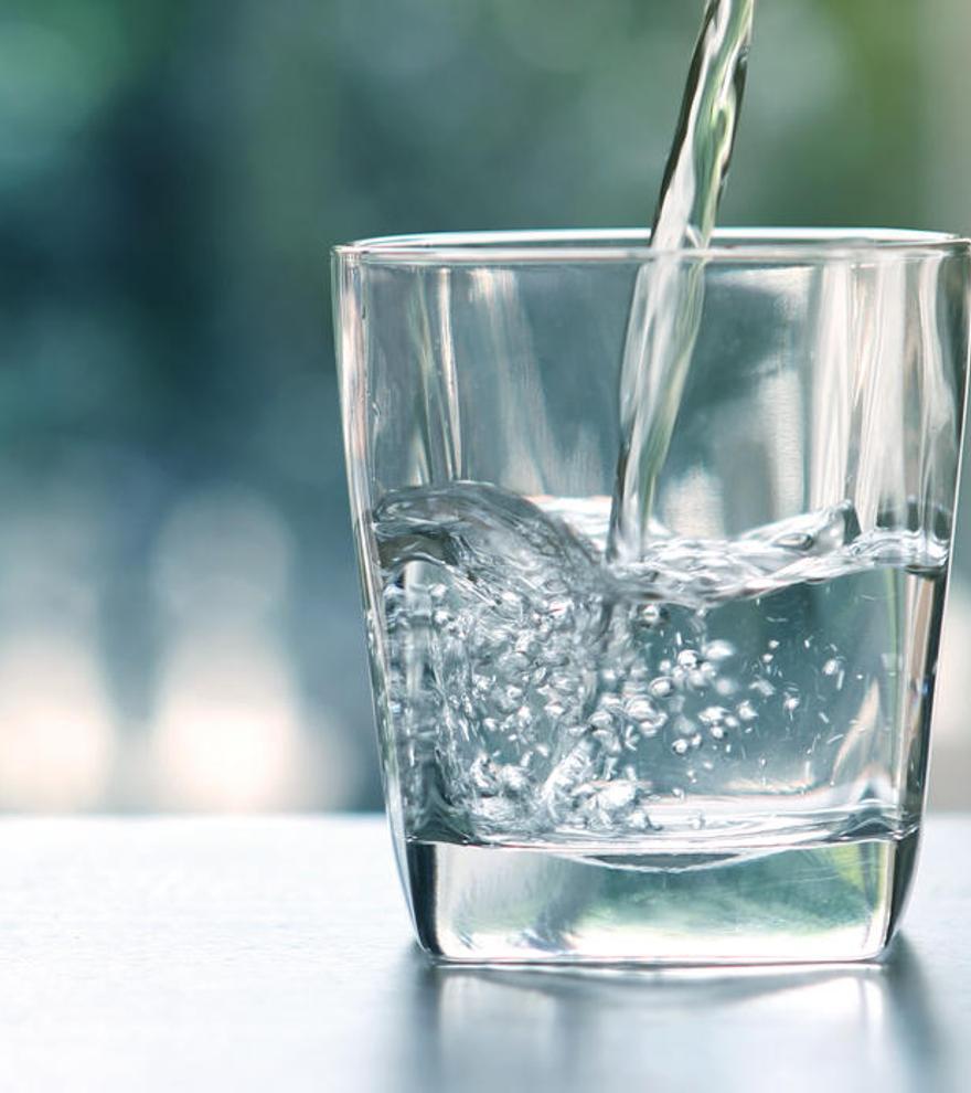 Agua mineral o del grifo, ¿cuál es mejor?