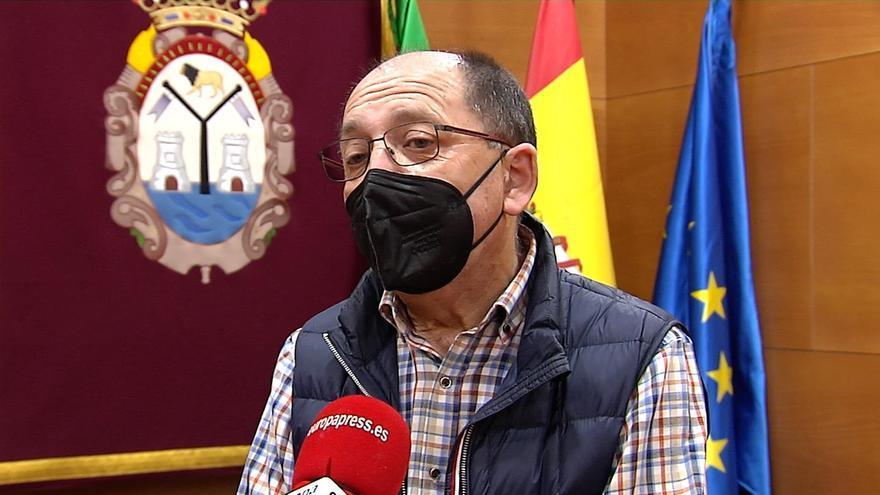 El alcalde de Doña Mencía pide evitar la presencialidad y recomienda no llevar a los niños a la guardería