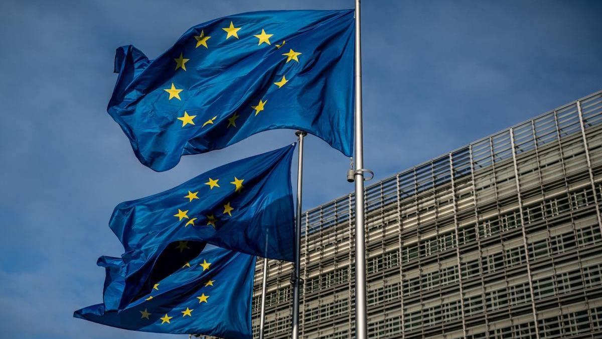 Imagen de dos banderas europeas.