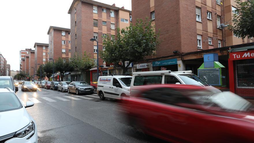 Movilidad estudia un carril bus en la calle Brasil sin perder aparcamiento