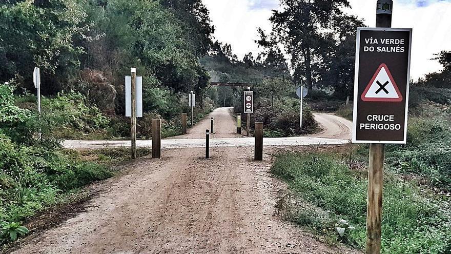 Usuarios de la Vía Verde cuestionan la instalación de pivotes en el camino