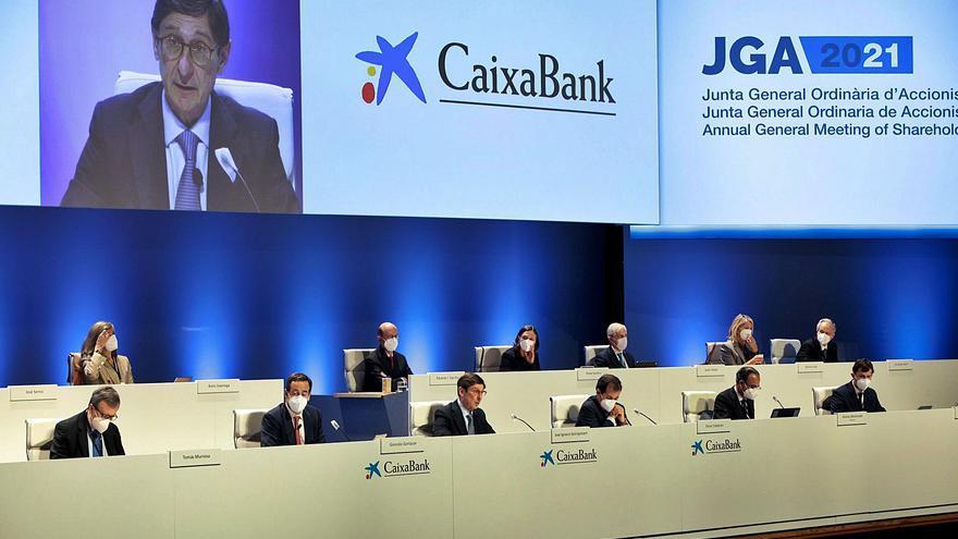 El Govern vota en contra del sou de la cúpula de CaixaBank i pressiona per rebaixar l'ERO