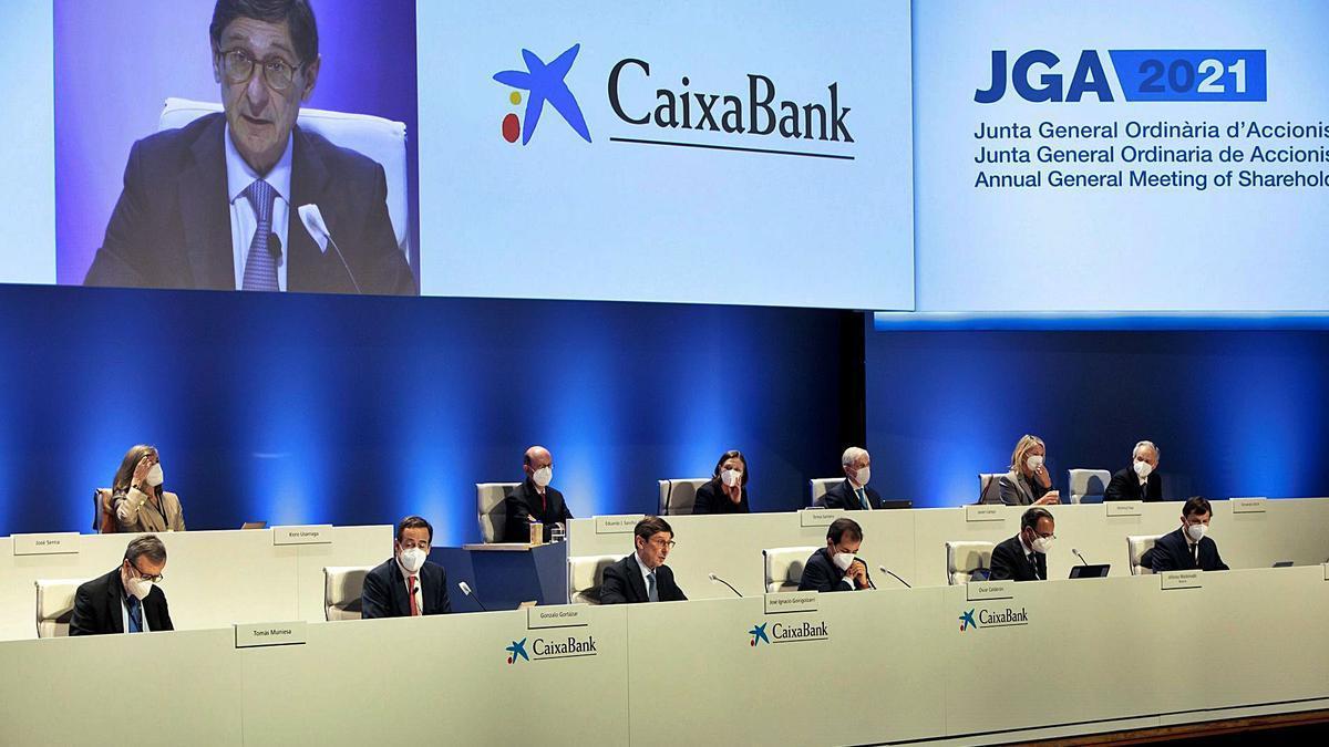 El president de CaixaBank, José Ignacio Goirigolzarri, intervé en la primera junta d'accionistes després de la fusió.  | BIEL ALINO