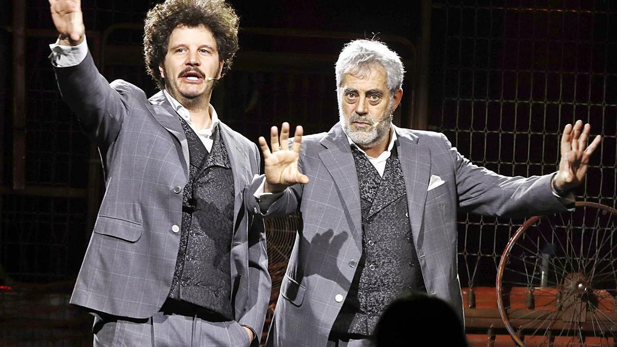 Xosé A. Touriñán, a esquerda, nun espectáculo con Carlos Blanco, co que actuará en Bens.   | // RICARDO GROBAS