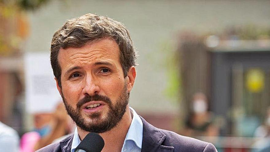 Casado planteja reprovar Iglesias i exigeix cessar Garzón pels «atacs» al rei