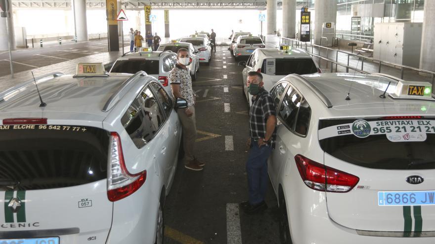 El Supremo avala la ordenanza del taxi de Elche para que los VTC contraten una hora antes