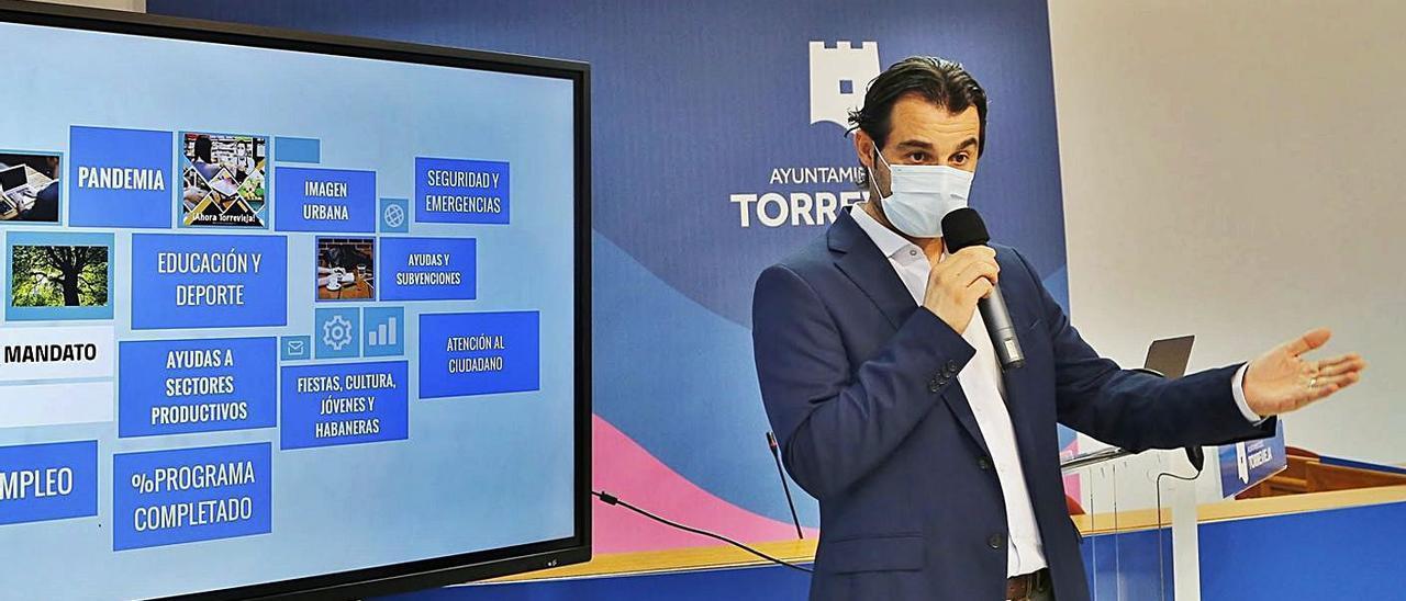 Presentación ayer del balance de dos años de mandato de Eduardo Dolón.  | JOAQUÍN CARRIÓN
