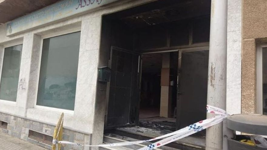 """Incendian una mezquita en Murcia donde habían pintado """"Muerte al Islam"""""""