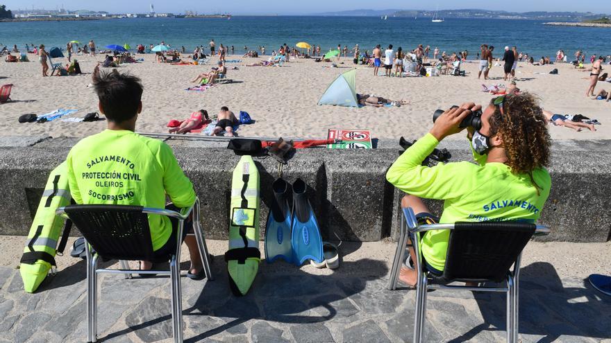 La línea especial a las playas de Santa Cristina y Bastiagueiro tendrá 56 conexiones semanales a partir del lunes