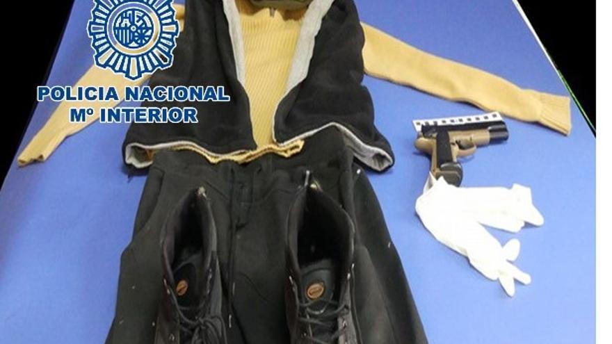 La Policía Nacional detiene a un hombre por sendos atracos en comercios del Sector Sur