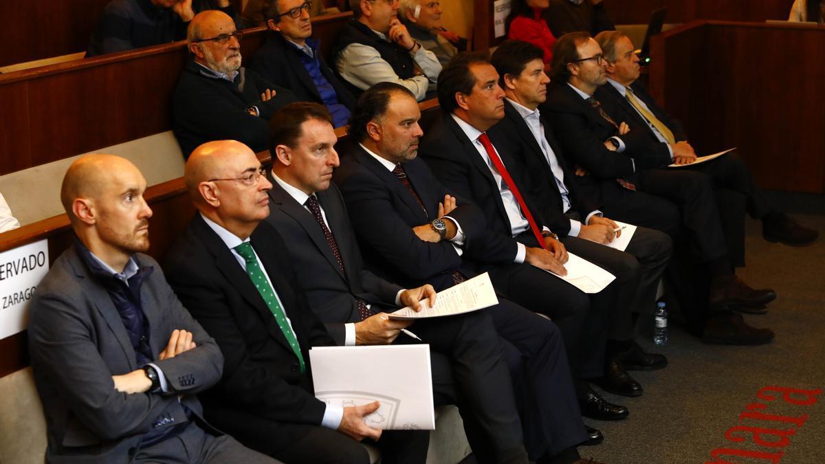 Arranz, Checa, Cuartero, Yarza, Forcén, Uguet, Sainz de Varanda y Blasco, en una junta de acccionistas del Real Zaragoza.