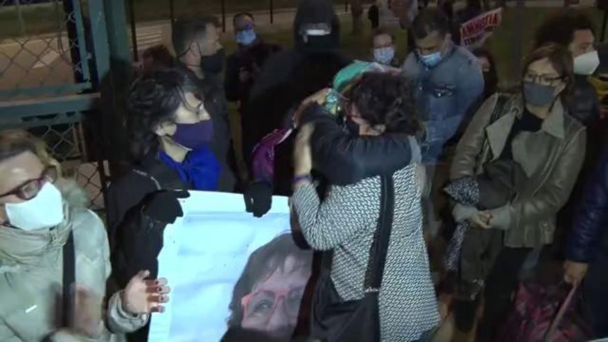 """Dolors Bassa abans d'entrar a la presó de Figueres: """"No canviarem cap convicció"""""""