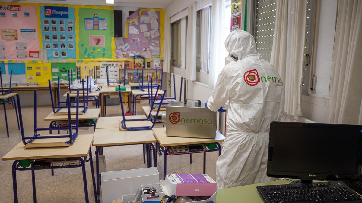 Tareas de desinfección en colegios de Mislata