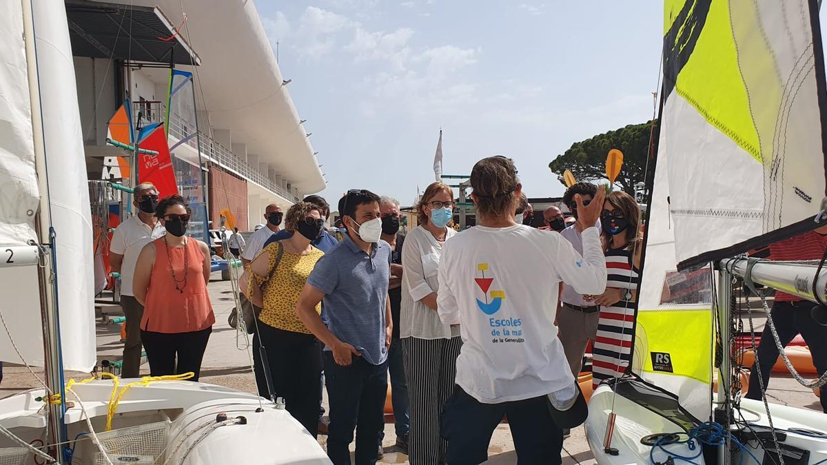 Marzà ha visitado las instalaciones de la Escola de la Mar de Burriana