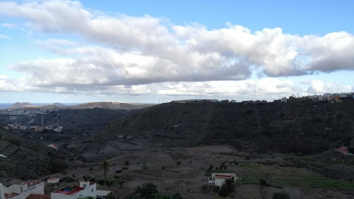 Nubes y claros en Arucas, Gran Canaria