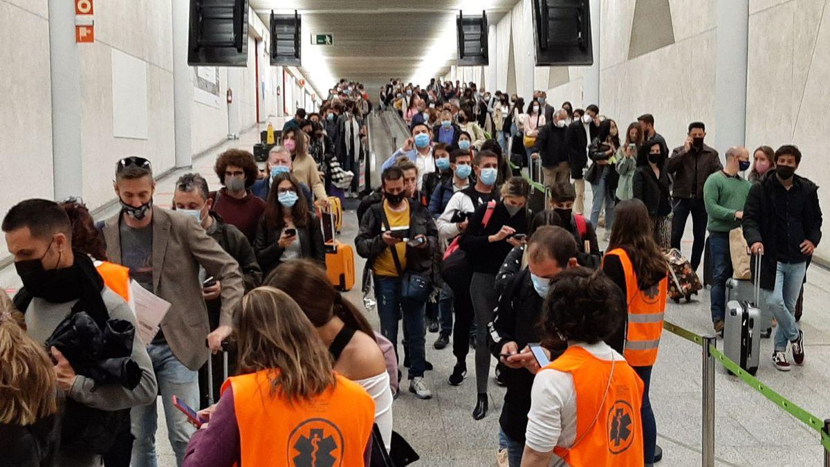 Turistas en el aeropuerto de Baleares