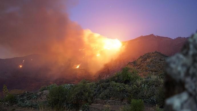 La Cumbre de Gran Canaria amanece en llamas