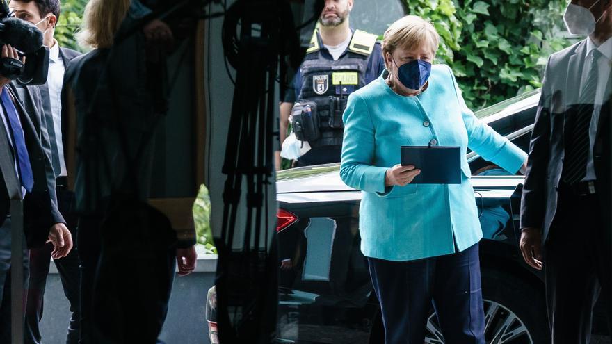 Merkel, preocupada por el aumento exponencial de contagios, pide a la población que se vacune