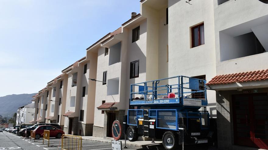 Rehabilitación de las fachadas de 42 viviendas sociales en Mogán