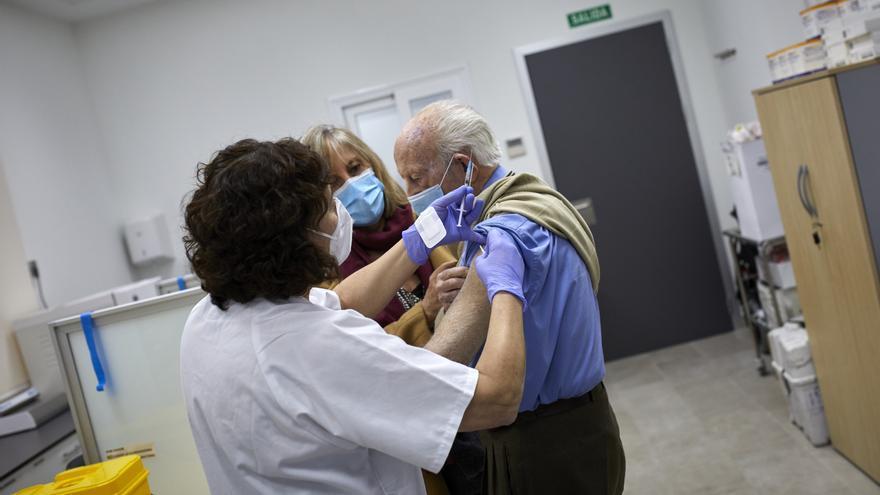 Alicante baja de 400 personas ingresadas en los hospitales por covid y suma 194 nuevos casos nuevos en un día