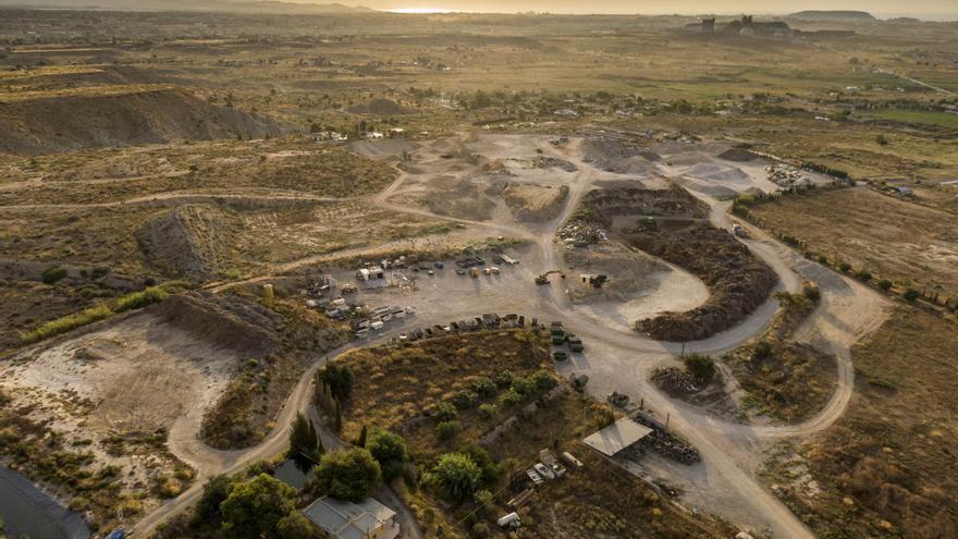 La empresa gestora de la planta de residuos de Fontcalent niega que se traten residuos peligrosos