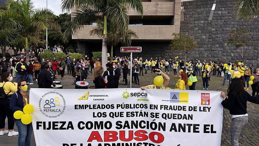 Los trabajadores temporales exigen negociar con el consejero Pérez