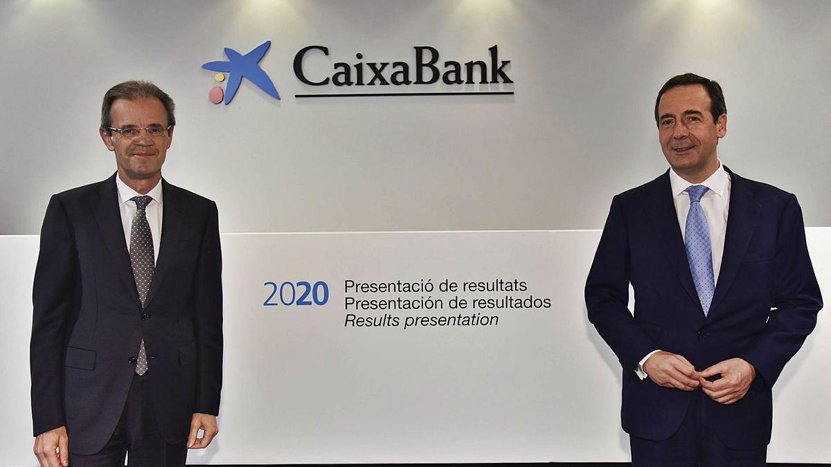 El presidente Jordi Gual y el director Gonzalo Gostázar.