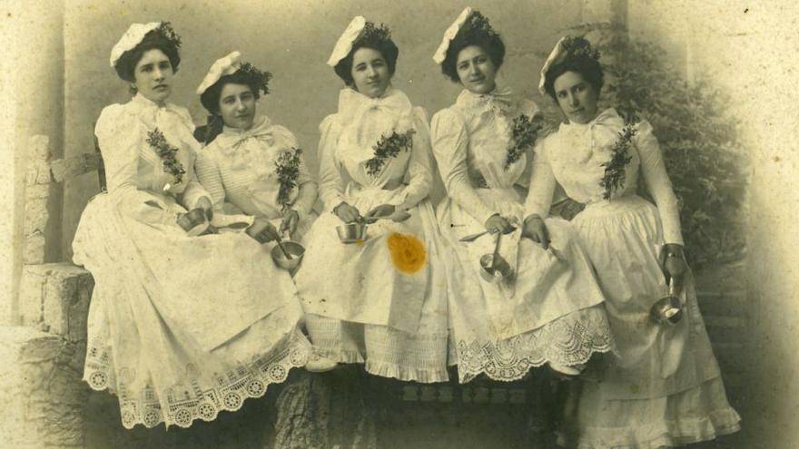 Recorrido fotográfico por la memoria del Antroxu de Gijón