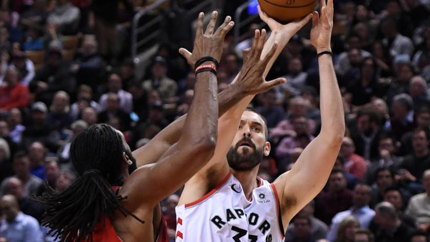 El doble-doble de Ibaka no salva a los Raptors