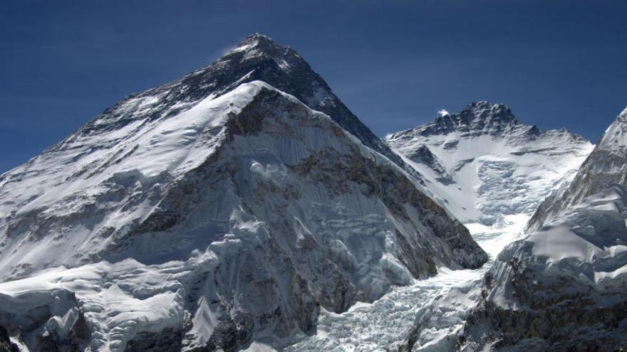 Desapareix de l'Everest el mític esglaó Hillary, últim repte abans del cim