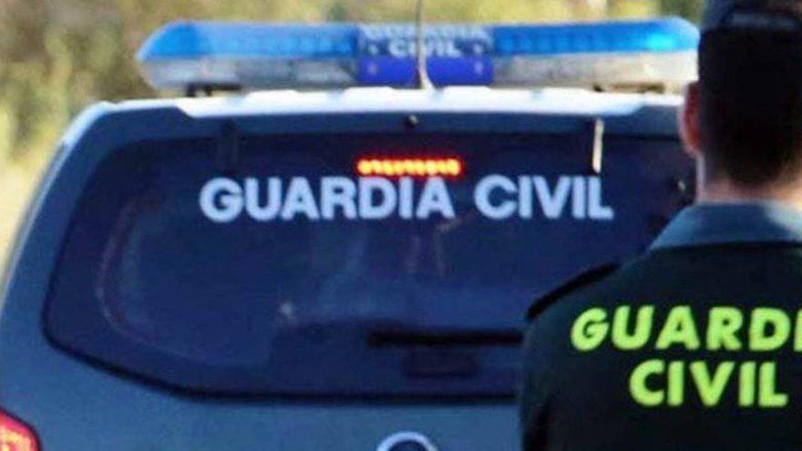 Heridos dos guardias al embestir sus coches unos narcotraficantes en Málaga