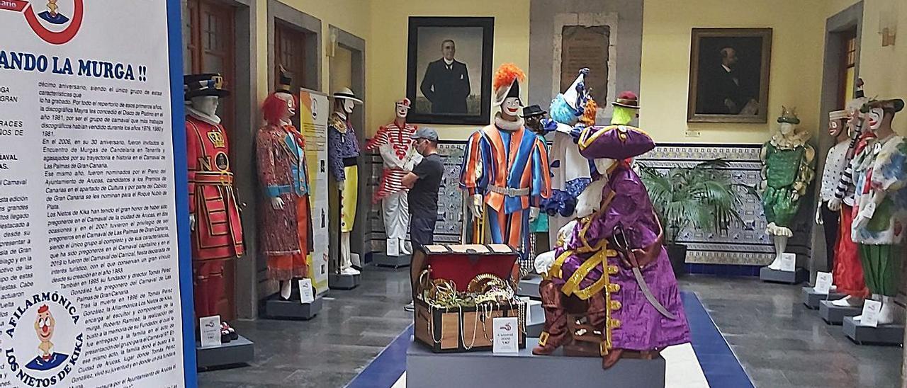 Vista general de la exposición, en la recepción de la Casa Consistorial de Arucas.     LP/DLP